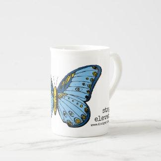 """""""滞在によって上げられる""""青い蝶マグ ボーンチャイナカップ"""
