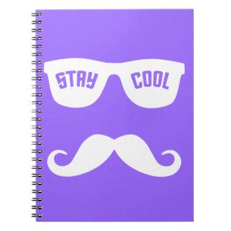 滞在のクールでカスタムなノート ノートブック