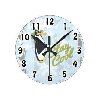 滞在のクールなペンギンのスタイル ラウンド壁時計