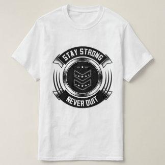 滞在の強い決してQuitValueのTシャツ Tシャツ