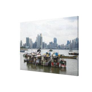 漁船とのパナマ市のスカイライン キャンバスプリント