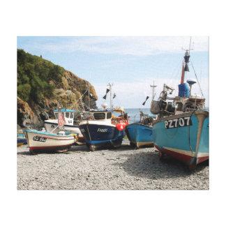 漁船Cadgwithコーンウォールイギリス キャンバスプリント