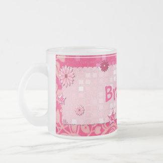 演劇によって宝石で飾られる名前入りのピンク フロストグラスマグカップ
