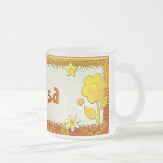 演劇によって宝石で飾られる名前入りの黄色 フロストグラスマグカップ
