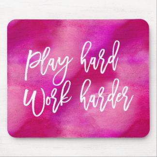 演劇のハードワークより懸命に|のピンクの水彩画 マウスパッド
