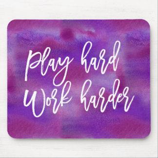 演劇のハードワークより懸命に|の紫色の水彩画 マウスパッド