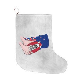 漫画のラグビーのボールのパスのニュージーランドの旗 ラージクリスマスストッキング