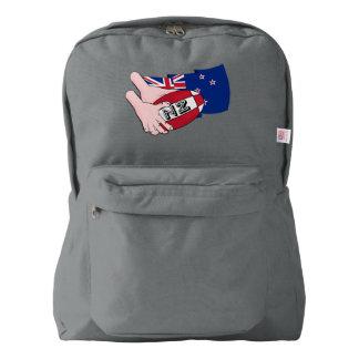 漫画のラグビーのボールのパスのニュージーランドの旗 AMERICAN APPAREL™バックパック