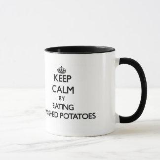 潰されたポテトを食べることによって平静を保って下さい マグカップ