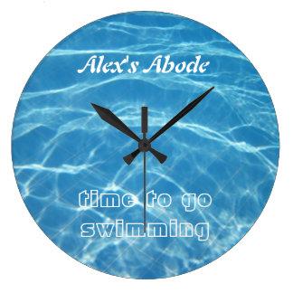 澄んでクールで青い水生プール水水泳 ラージ壁時計