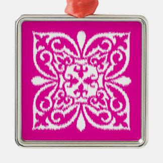 濃いピンクおよび白いイカットのダマスク織パターン- メタルオーナメント