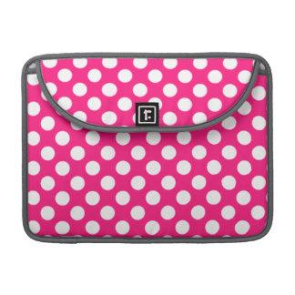 濃いピンクの水玉模様 MacBook PROスリーブ