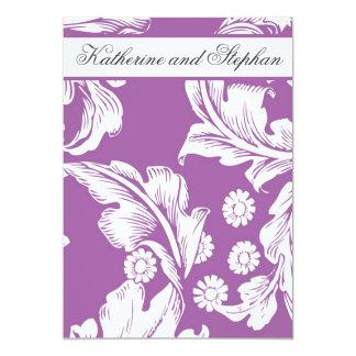 濃紫色の花の結婚記念日 12.7 X 17.8 インビテーションカード