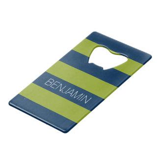 濃紺およびライムグリーンのラグビーのストライプな名前をカスタムする クレジットカード ボトルオープナー