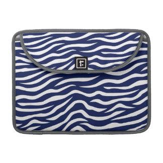 濃紺および白のアニマルプリントのシマウマは縞で飾ります MacBook PROスリーブ