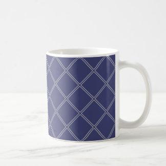 濃紺および銀製の幾何学的なダイヤモンドパターン コーヒーマグカップ
