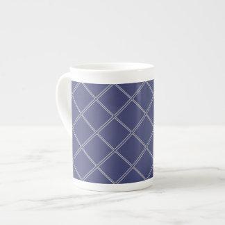 濃紺および銀製の幾何学的なダイヤモンドパターン ボーンチャイナカップ