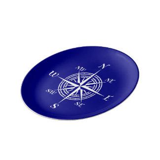 濃紺そして白い沿岸装飾のコンパス面図 磁器プレート