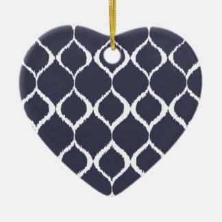 濃紺の幾何学的なイカットの種族のプリントパターン セラミックオーナメント
