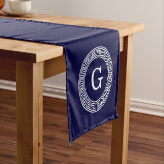 濃紺の白いギリシャ人の鍵のRndフレームのイニシャルのモノグラム ショートテーブルランナー