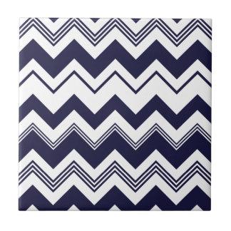 濃紺の白いシェブロンパターン タイル
