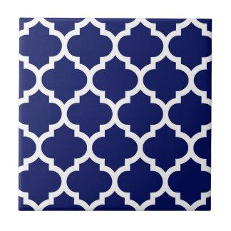 濃紺の白いモロッコのクローバーパターン#5 タイル