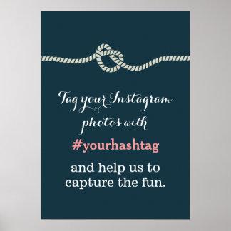 濃紺の結び目のInstagramの写真のHashtagの印 ポスター