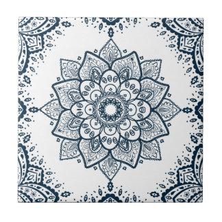 濃紺の花の曼荼羅及びフレーム タイル