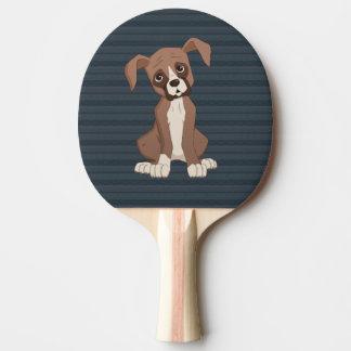 濃紺パターン背景のボクサーの子犬 卓球ラケット