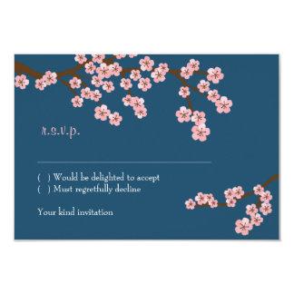 濃紺及びピンクの桜の春の結婚式 カード