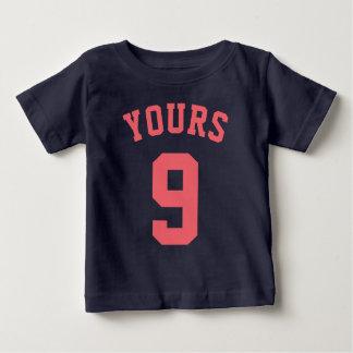 濃紺及び珊瑚のベビー|のスポーツのジャージーのデザイン ベビーTシャツ