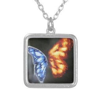 火および氷の蝶 シルバープレートネックレス