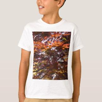 火のアメリカハナノキの木 Tシャツ