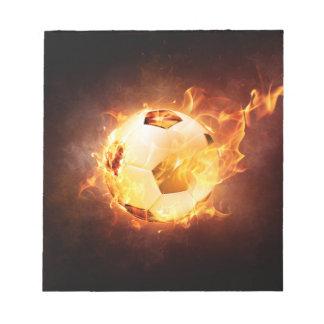 火のフットボールのサッカーボール ノートパッド