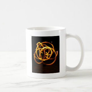 火の回転-ケルト結び目模様 コーヒーマグカップ