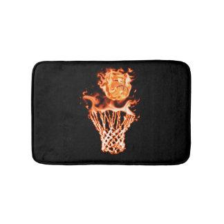 火の網を通って行く火のバスケットボール バスマット