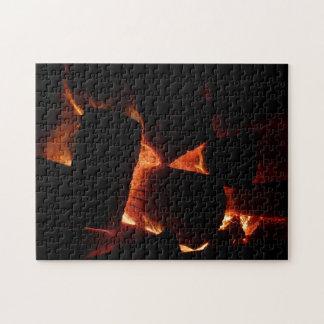 火ピットの暖かいオレンジおよび黒い冬の写真撮影 ジグソーパズル