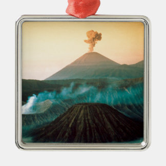 火山インドネシア人の噴火 メタルオーナメント