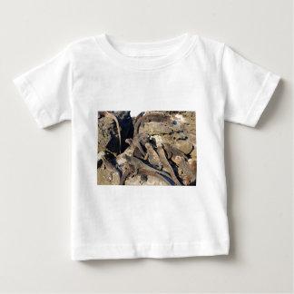 火山岩のウミイグアナ、ガラパゴス諸島 ベビーTシャツ
