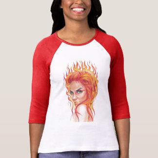 """""""火""""の-女性の超現実的なポートレートの芸術の服装のTシャツ Tシャツ"""