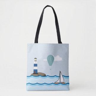 灯台およびヨットとの航海のな場面 トートバッグ