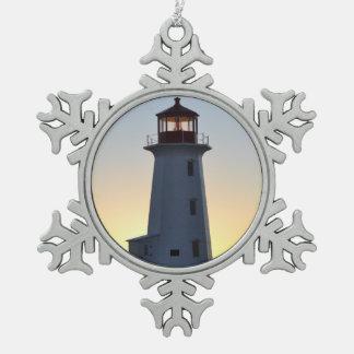 灯台オーナメントのペギーの入江ノバスコシア スノーフレークピューターオーナメント