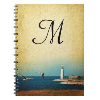 灯台ビーチ場面モノグラムのイニシャルのノート ノートブック
