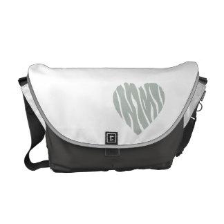 灰灰色のハート メッセンジャーバッグ