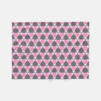 灰色およびピンクの三角形ジンクスのフリースブランケット フリースブランケット