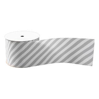 灰色および白い対角線のストライプなパターン グログランリボン