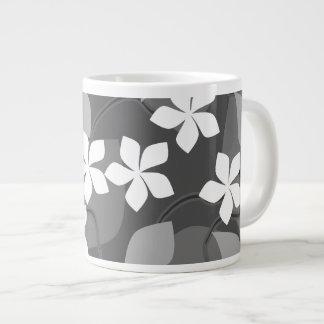 灰色および白い花。 花パターン ジャンボコーヒーマグカップ