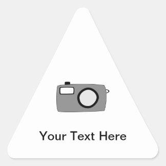灰色および黒いカメラ。 白 三角形シール