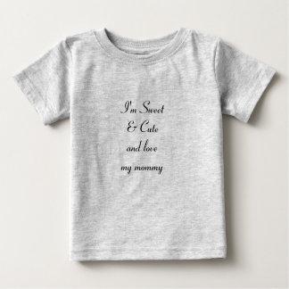 """""""灰色お母さん""""のベビーの素晴らしいジャージーの私のTシャツを愛して下さい ベビーTシャツ"""