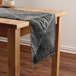 灰色のサファリの動物の幾何学的なパターン ショートテーブルランナー